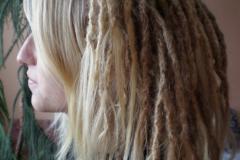 blond dredy